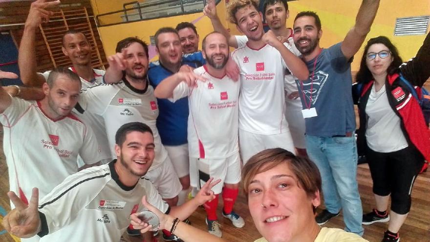 """Imagen del equipo madrileño celebrando en el """"Mentatlón Bilbao 2018"""""""