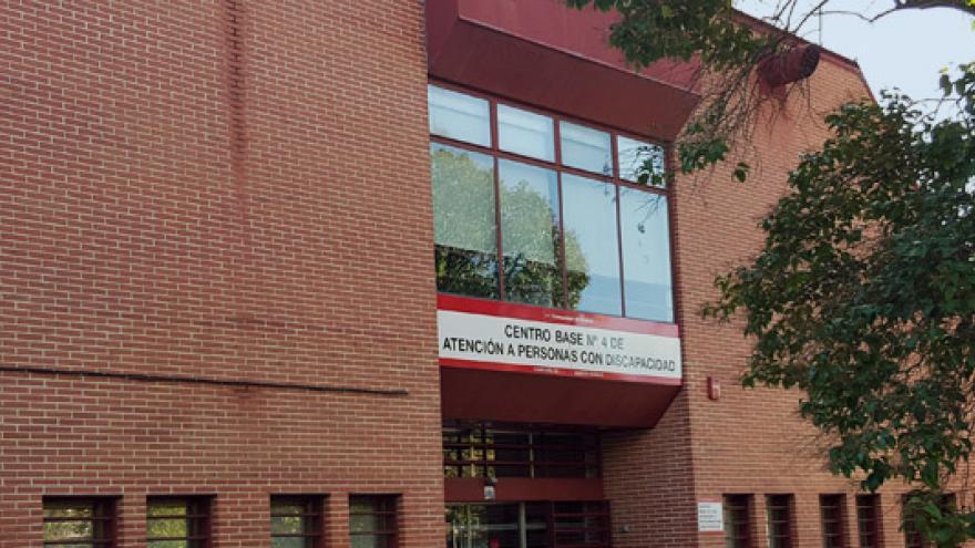 Fachada del Centro Base Nº 4 de la Comunidad de Madrid