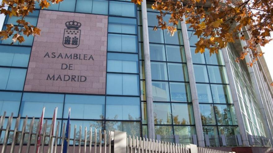 Fachada principal del edificio de la Asamblea de Madrid