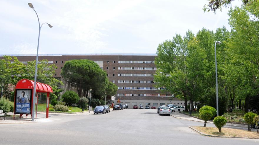 Vista lateral de la entrada Residencia de Mayores y Centro de Día Colmenar Viejo