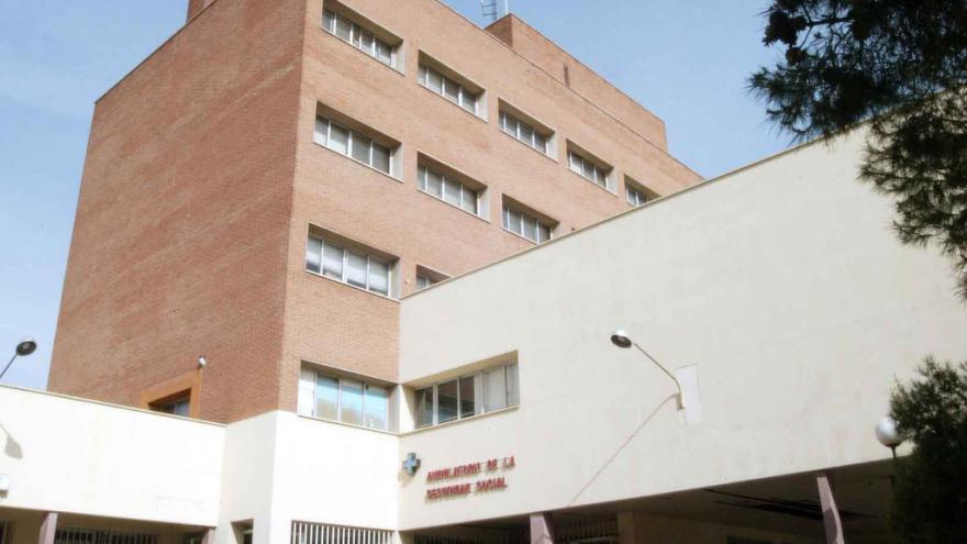 Fachada del Centro de Especialidades Carbanchel Alto