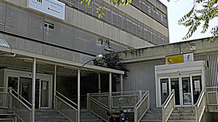 Fachad del Centro de Especialidades Médicas Moratalaz