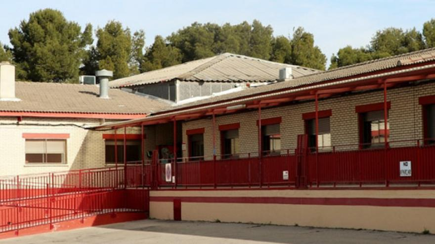 Fachada del Centro de Día Roque Garrido y del Centro de Día Nuestra Señora de Los Ángeles APANID