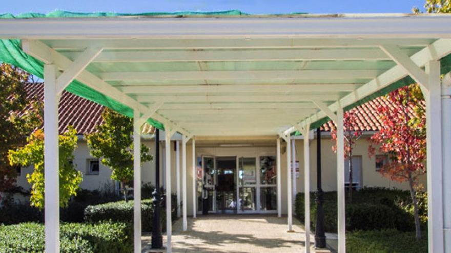 Fachada de la Residencia, Centro de Día y Centro Ocupacional Jardines de España-Villanueva de la Cañada