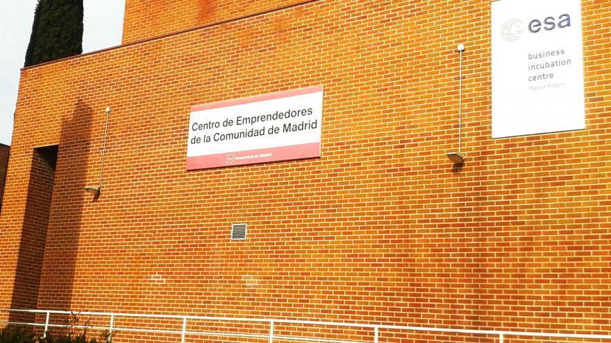 Fachada en ladrillo del edificio del Centro de Emprendedores