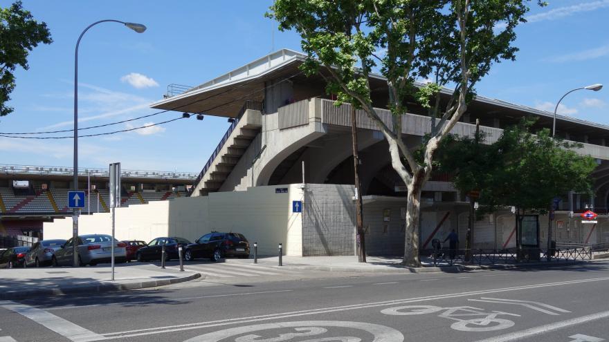 Vista lateral del edificio del estadio del Rayo Vallecano