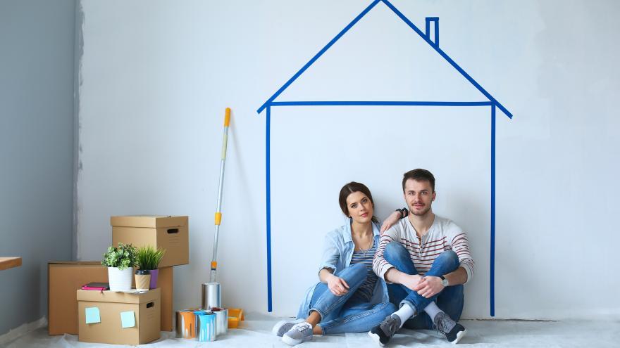 Imagen de una pareja soñando con una vivienda muy bonita