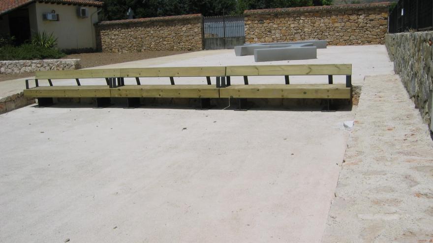 Imagen del acceso al colegio en Torremocha del Jarama