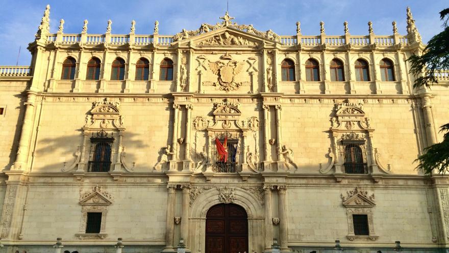 imagen de la fachada de la Universidad de Alcalá de Henares