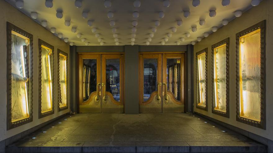 Entrada puertas teatro