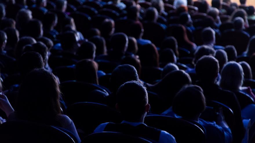 Público en una obra de teatro
