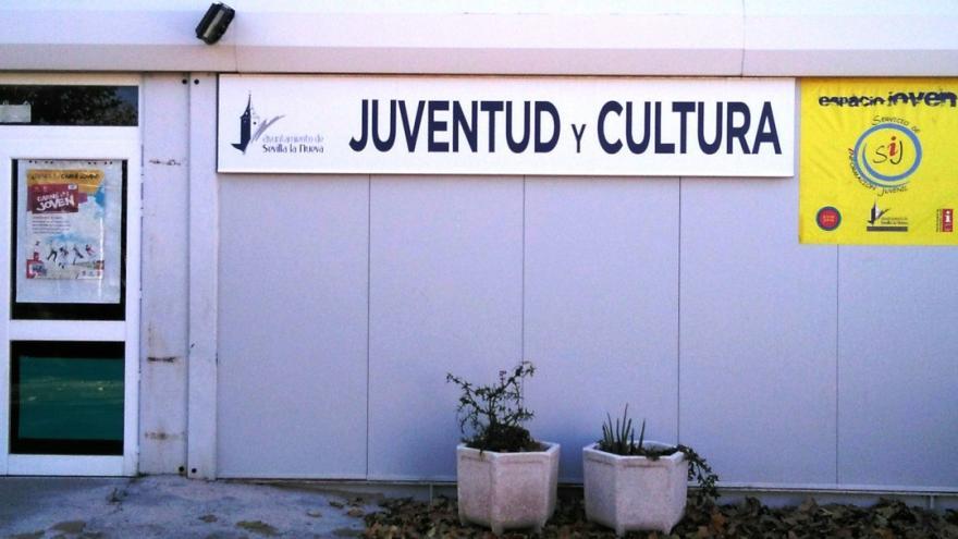Foto de la fachada exterior de la oficina de juventud