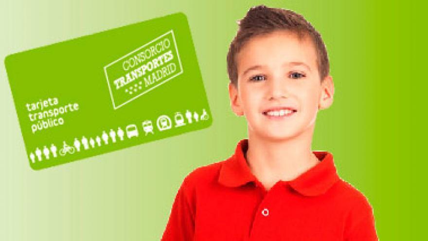 Niño con Tarjeta Transporte Público infantil