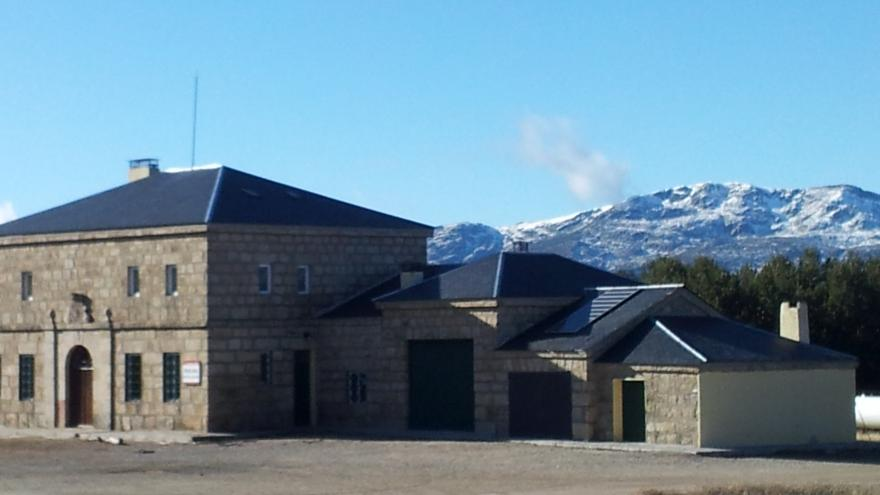 fachada del refugio juvenil puerto de la Morcuera