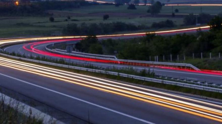 Carretera con luces