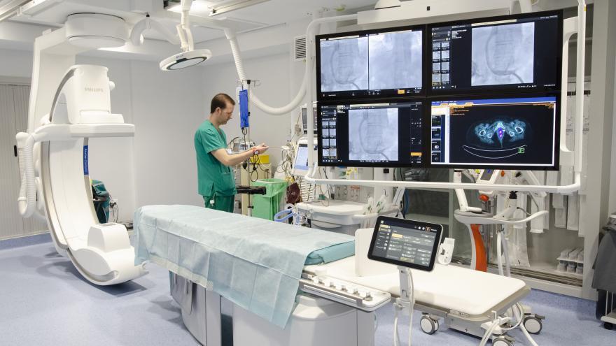 El Hospital Gregorio Marañón implanta el primer equipo de terapia guiada por imagen con interfaz intuitivo para Radiología Intervencionista