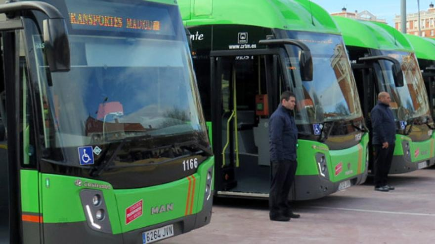 Autobuses interurbanos en fila