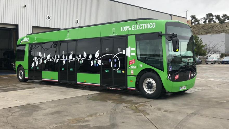 Autobús interurbano 100% eléctrico verde
