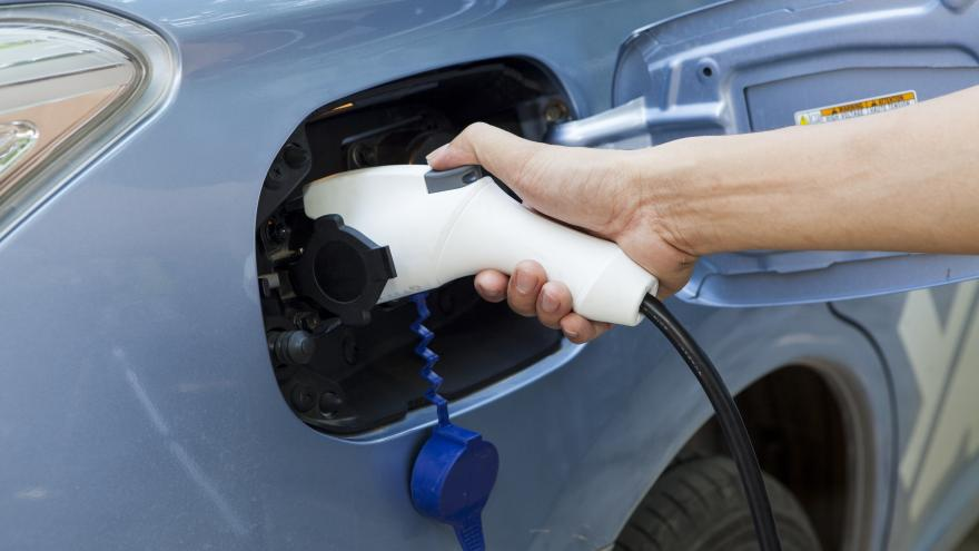 Cargando un coche electrico