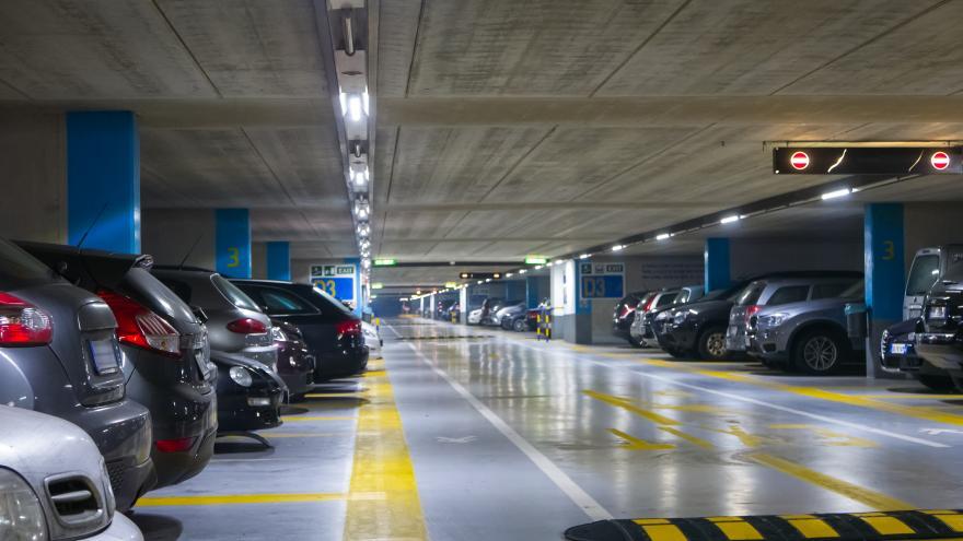 Coches en un parking