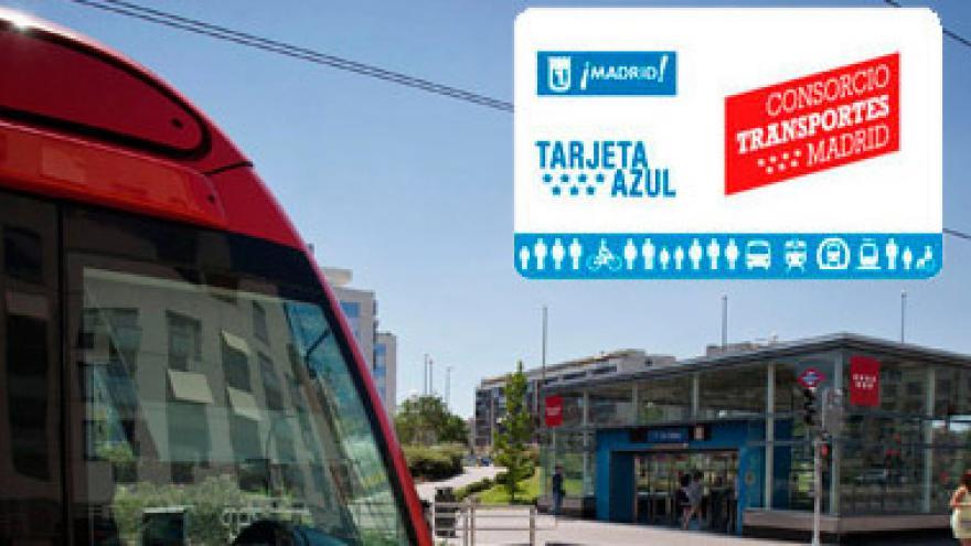 Imagen de la Tarjeta Azul sobre fondo de un Metro Ligero y una estación de Metro