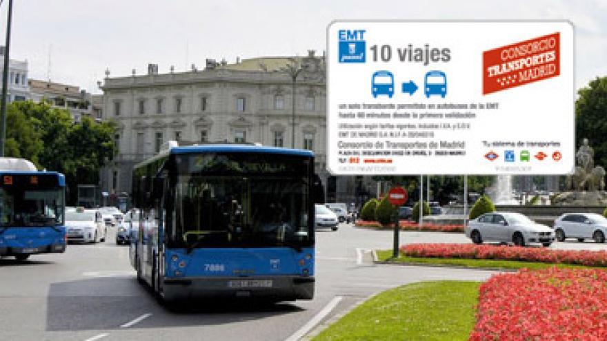 Tarjeta Bus+Bus sobre fondo de autobuses de EMT en Cibeles