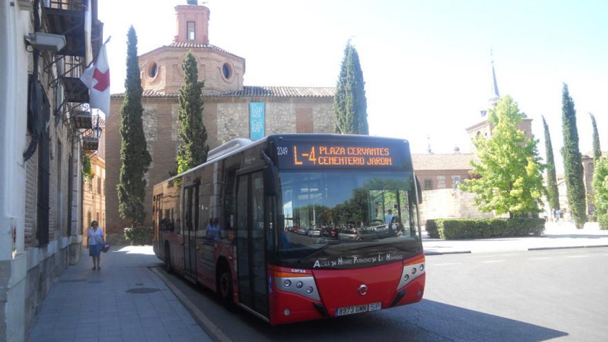 Imagen de autobús de la línea 4 de los autobuses urbanos de Alcalá de Henares