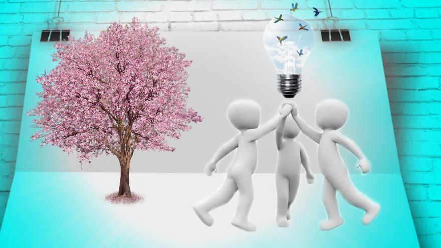 tres siluetas cooperando en una idea