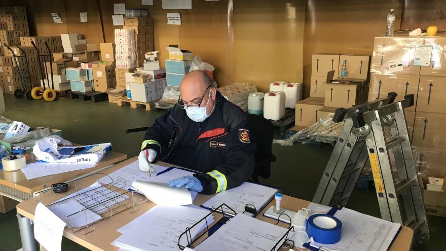 El centro logístico regional canaliza las donaciones de material sanitario