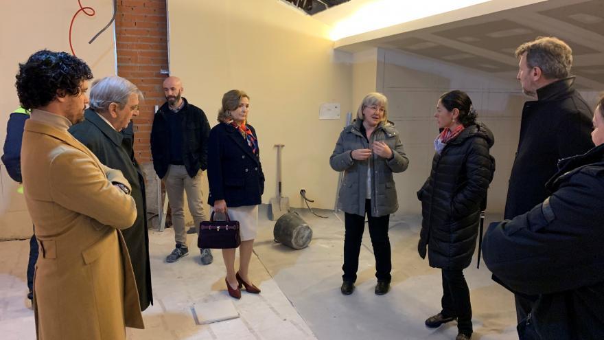 La familia Briones visita la sala José María de Cossío