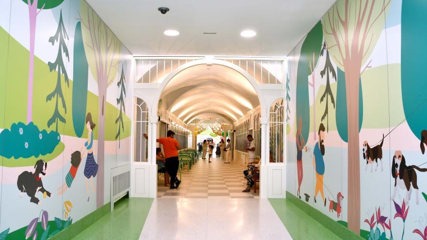 Imagen de la nueva decoración del pasillo de la primera planta del Hospital Niño Jesús