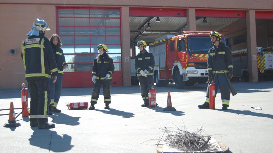 Taller de emergencias para jóvenes en un parque de bomberos de la Comunidad de Madrid