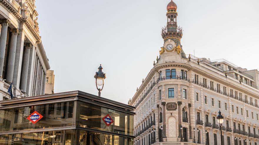 Ascensor de estación de Metro estación de Sevilla