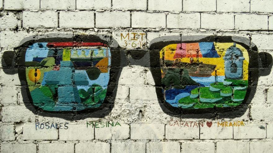 Gafas pintadas en un muro