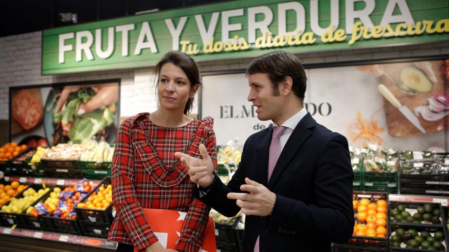 La directora general de Comercio y Consumo, Marta Nieto, junto al responsable de Expansión de ALDI, Ramón Rivas
