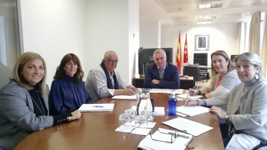 Reunión del viceconsejero de Medio Ambiente y Ordenación del Territorio con la concejal del Área de Bienestar Social de Parla