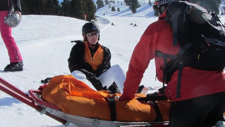 Auxilio en montaña nevada