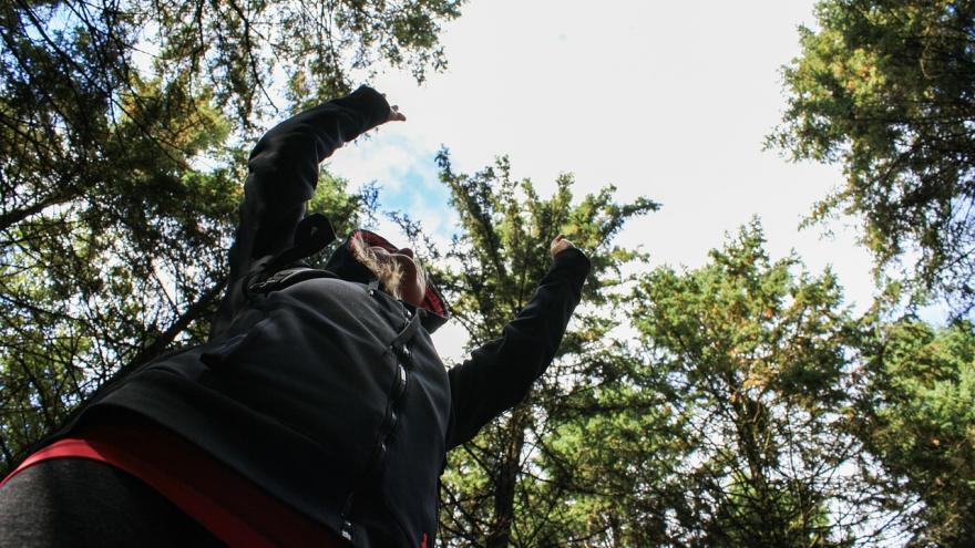 Mujer disfrute naturaleza