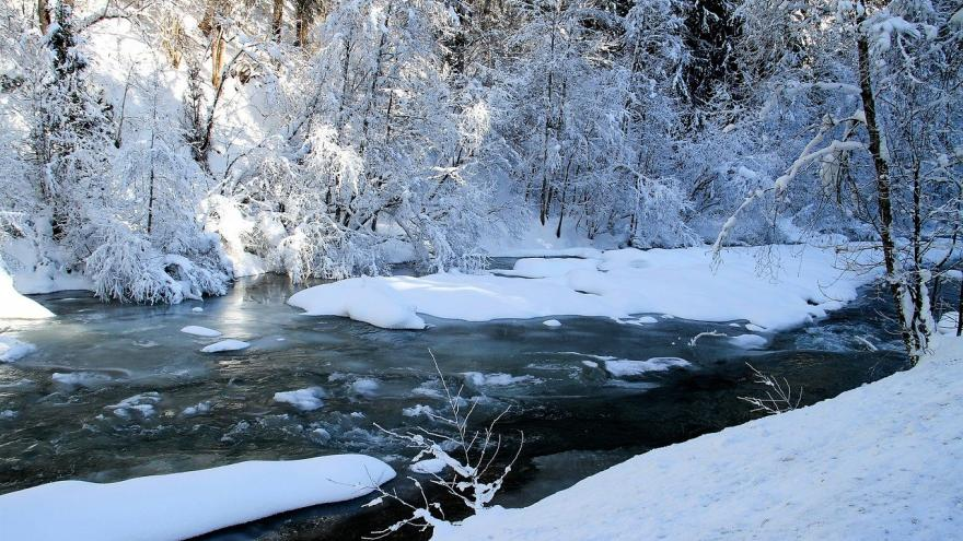 Río con nieve