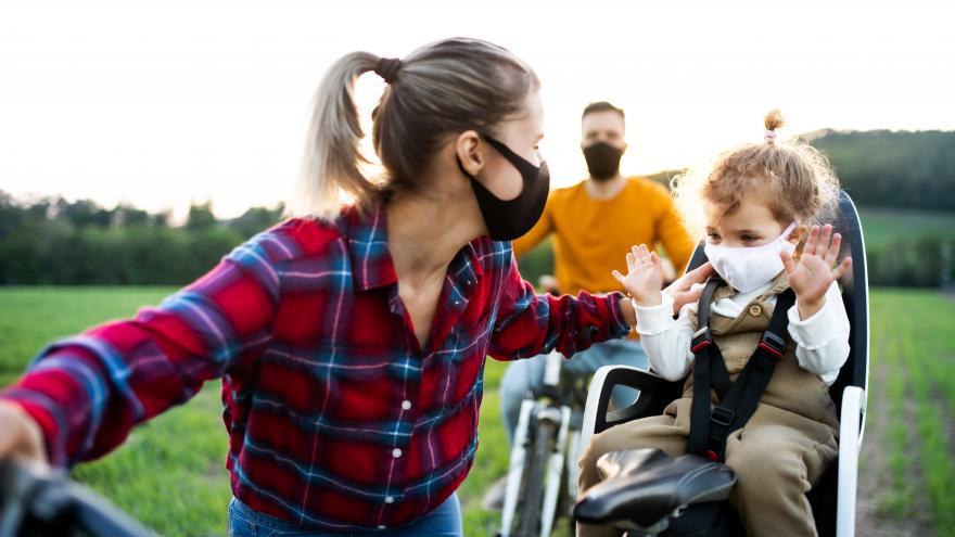 Biciletas familias campo mascarillas