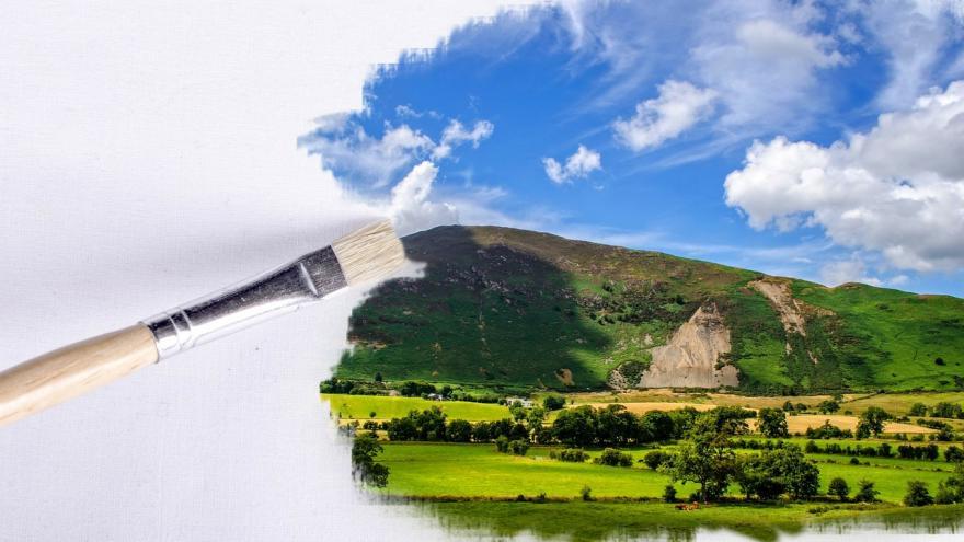 Pincel pintando paisaje en lienzo