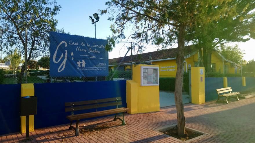 Edificio de la casa de juventud de Nuevo Baztan