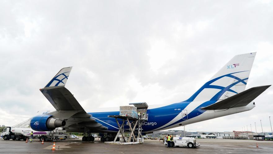 Un avión con material sanitario para hacer frente al COVID19