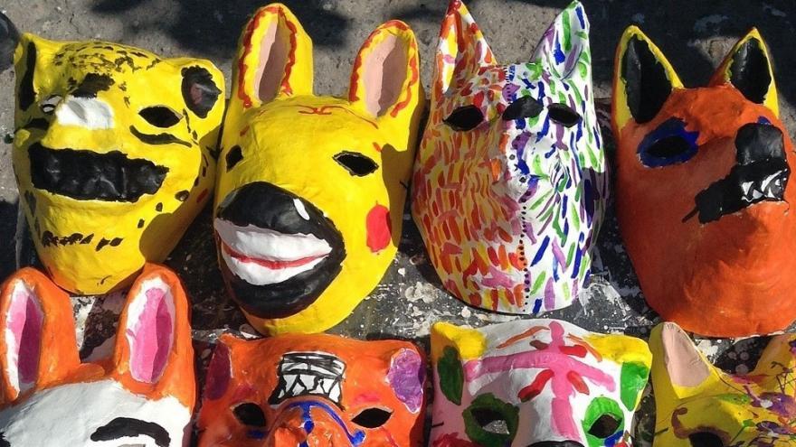 Máscaras de animales hechas con papel maché