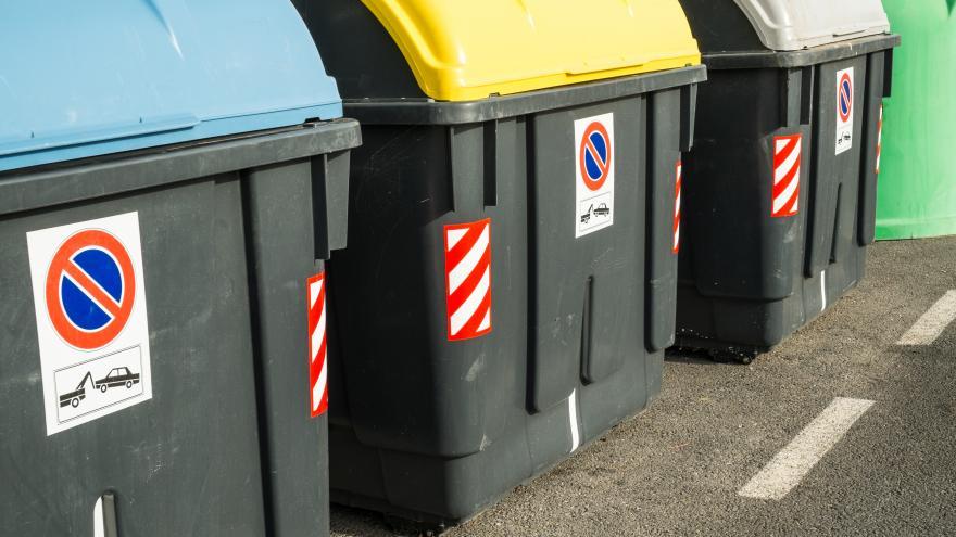 Contenedores de basura de colores