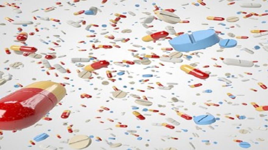 Pastillas, píldoras y comprimidos de formas y colores variados