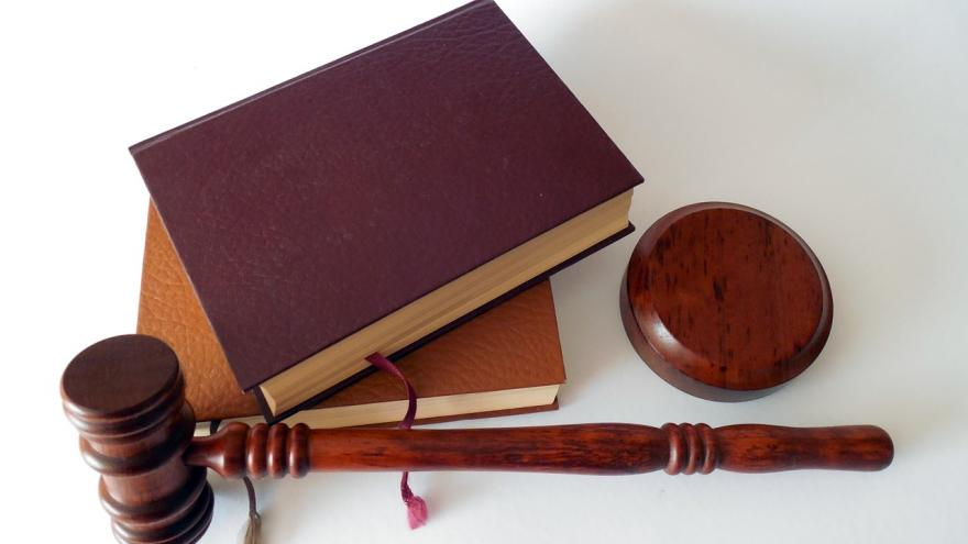 martillo, libros, justicia
