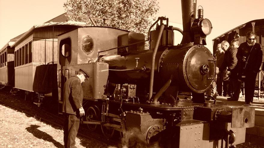 Tren de Arganda blanco y negro
