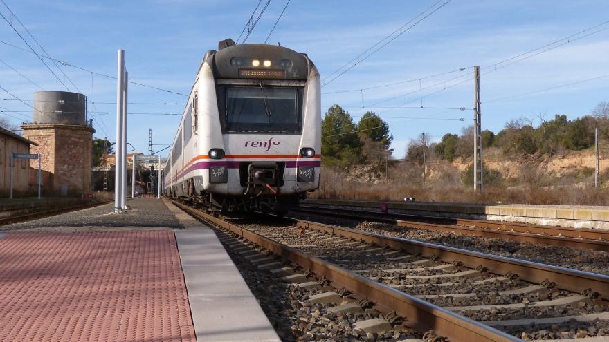 Tren de Renfe en estación
