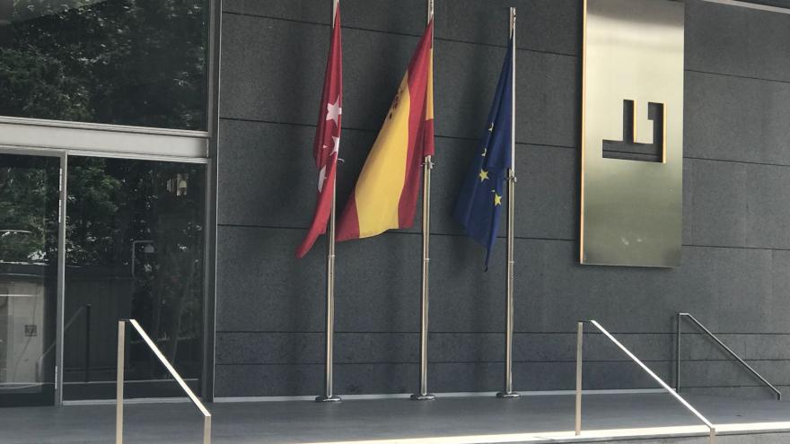 Puerta de la Consejería de Economía, Empleo y Competitividad